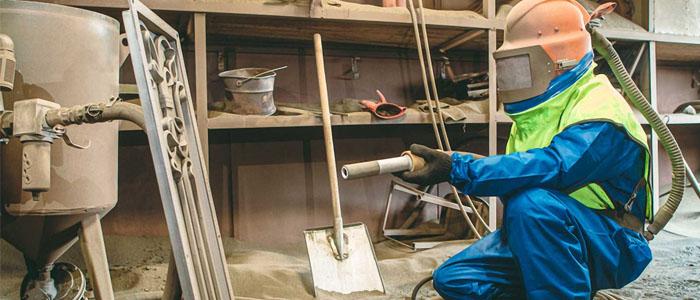 Kỹ thuật phun cát làm sạch bề mặt kim loại